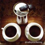 Cafetera mocka pot con dos tazas - Tienda de café online